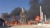PANICĂ în Crimeea! Nori groși de fum i-au gonit pe cei care se relaxau pe malul mării (VIDEO)