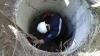 Salvat de la MOARTE! Un bărbat a suportat mai multe traumatisme după ce a căzut într-o fântână