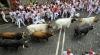 Spectacol ÎNFRICOȘĂTOR. Zeci de oameni fug de taurii fioroși pe străzile Pamplonei (VIDEO)