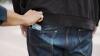 Atenţie la bunurile personale! Poliţia caută un bărbat care a FURAT un portofel (VIDEO)