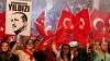 """""""Totul e în voia lui Alah!"""" Mii de oameni au mărșăluit pe podul Bosfor în susținerea lui Erdogan"""
