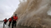 PLOI ABUNDENTE în China. Barajul dintre două lacuri a fost detonat