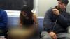 Călătorii dintr-un metrou, CU LACRIMI ÎN OCHI! Ce s-a apucat să facă o tânără în văzul tuturor (VIDEO)