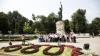"""Moldovenii, felicitaţi de tinerii din PDM de """"Ziua Constituției"""" (FOTOREPORT)"""