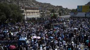 EXPLOZIE PUTERNICĂ în timpul unui marş din Kabul. Cel puţin 61 de persoane au murit