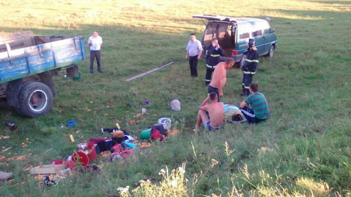 ACCIDENT RUTIER GRAV la Ungheni. Doi oameni au murit, iar ZECE sunt răniţi (FOTO)