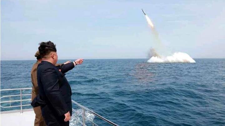 SFIDĂTOR! Coreea de Nord a lansat o nouă rachetă de pe un submarin