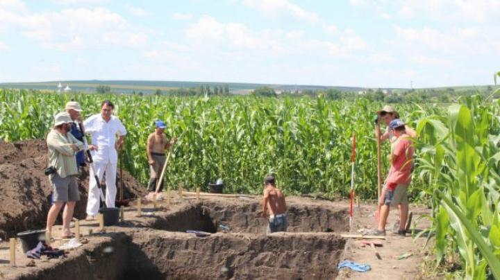 DESCOPERIRE ISTORICĂ! Pe malul Prutului a fost găsit un templu uriaş vechi de 7.000 de ani (FOTO)