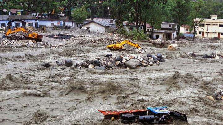 Cel puțin 15 persoane au fost ucise în urma inundațiilor din India