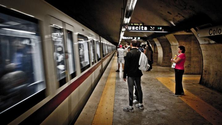 Ce a făcut un moldovean în timp ce doi tunisieni au creat panică la metroul din Roma