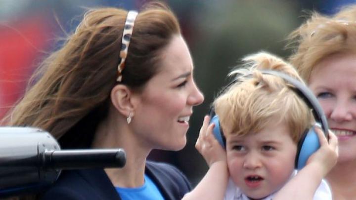 INCREDIBIL! Prințul George a urcat în cabina de comandă a unui avion de vânătoare (FOTO)