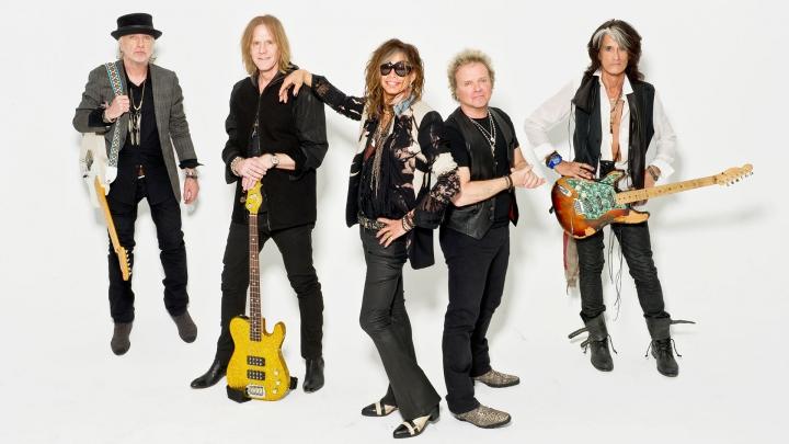 Un membru al renumitei formaţii Aerosmith a suferit un infarct în timpul unui concert
