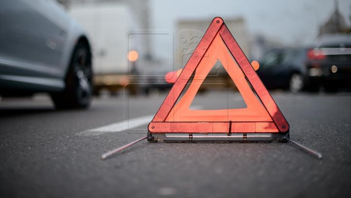 ACCIDENT GROAZNIC în apropiere de aeroport! Două vehicule s-au ciocnit (FOTO)