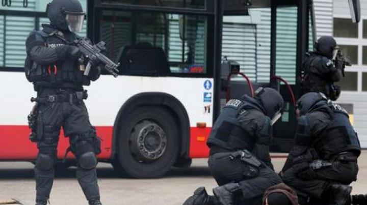Germania sub tensiune: Forțele speciale au reținut un refugiat cu o armă