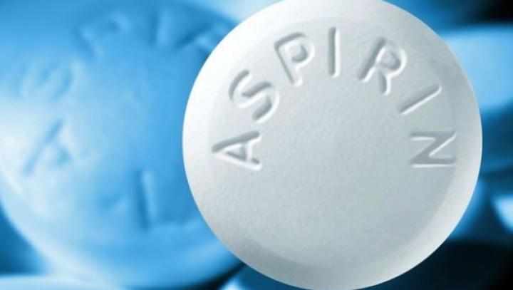 Incredibil! Ce se întâmplă dacă pui patru aspirine în maşina de spălat