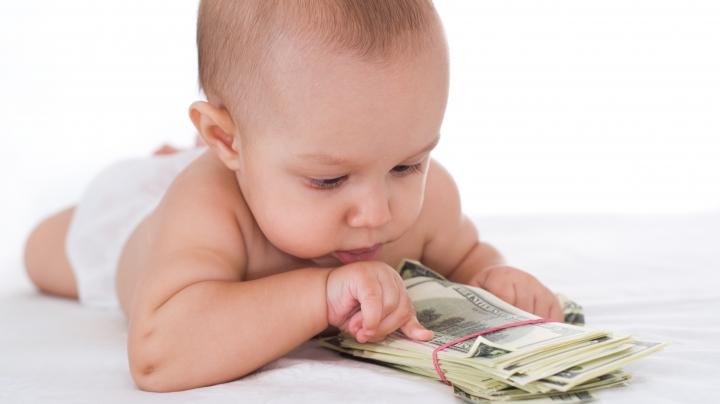 VIRAL! Cum reacţionează un bebeluş când vede un teanc de bani (VIDEO)