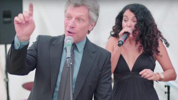 Legendarul Bon Jovi, aşa cum nu l-ai mai văzut! Ce a făcut la o nuntă (VIDEO)