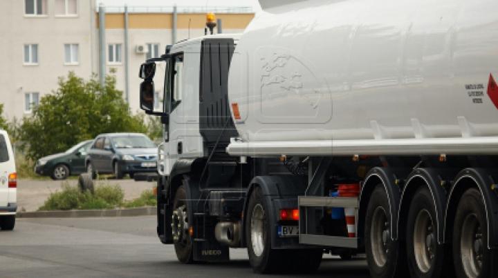 Lovitură dură pentru industria auto. Un grup de producători de camioane vor primi o AMENDĂ RECORD