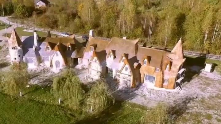 Atracţie turistică impresionantă peste Prut. E un castel desprins din poveşti (VIDEO)