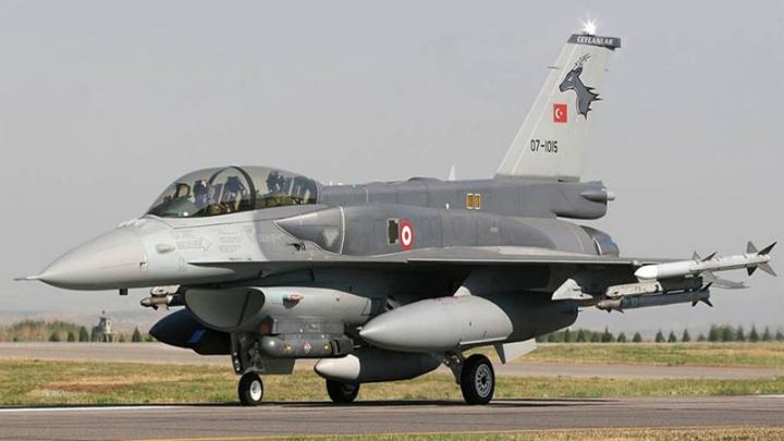 Turcia şi-a trimis avioanele de vânătoare pentru a opri două nave care se îndreaptă spre Grecia