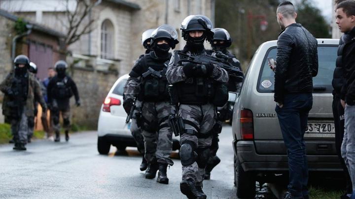 Premierul francez: Un complot terorist de amploare a fost dejucat înainte de EURO 2016