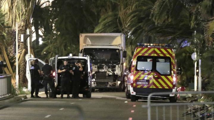 IMAGINI CARE VĂ POT AFECTA EMOȚIONAL. Momentul în care atacatorul de la Nisa este împușcat (VIDEO)