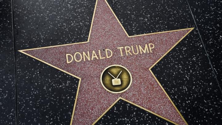 A construit un mini-zid în jurul stelei lui Donald Trump de pe Hollywood Walk of Fame. Care este MOTIVUL