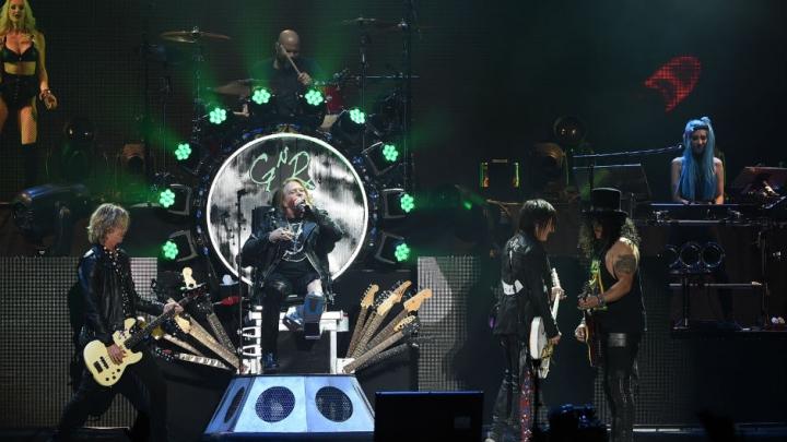 Membrii Guns N' Roses, reţinuţi la graniţa canadiano-americană. Ce au găsit vameşii în autocarul trupei