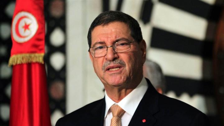 Premierul tunisian Habib Essid a fost demis de Parlament