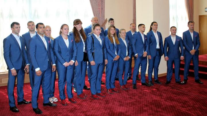 Olimpicii sportivi au luat drapelul Moldovei. Cine îl va purta la deschiderea jocurilor de la Rio