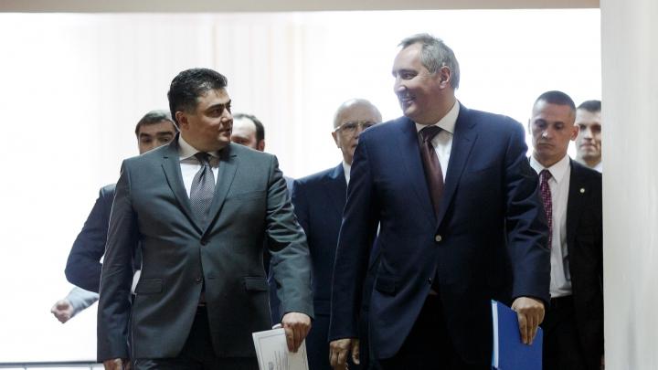 Dmitrii Rogozin A AJUNS la Chişinău. Cum a fost întâmpinat vicepremierul rus (GALERIE FOTO)