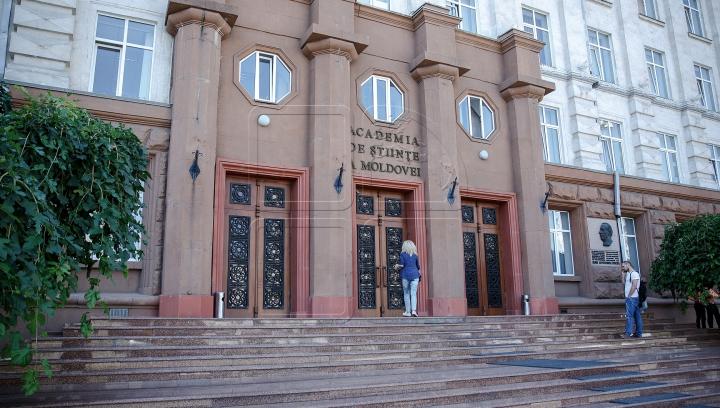 """Academia de Ştiinţe a Moldovei propune revenirea la """"â"""" şi """"sunt"""""""