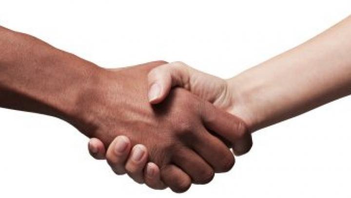 Semnificaţia modului în care strângi mâna: Spune multe despre caracterul unui om