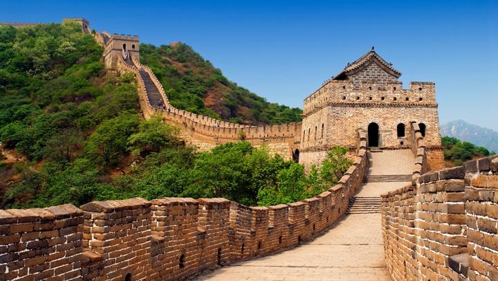 O tăbliţă de piatră din timpul dinastiei Ming, descoperită lângă o secţiune din Marele Zid Chinezesc