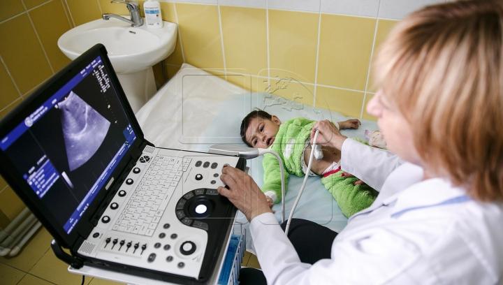 """""""Renaşte Moldova"""": Zeci de copii din satul Clocuşna, Ocniţa, examinaţi GRATUIT de pediatri"""