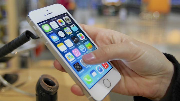 A cumpărat iPhone nou, dar era unul second hand, resigilat! Ce a păţit o tânără din Capitală (FOTO)