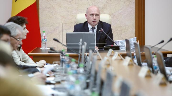 Pavel Filip: Prioritatea săptămânii este reluarea finanțării externe a țării
