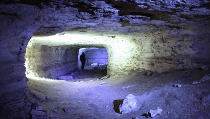 DESCOPERIRE IMPRESIONANTĂ: E cea mai mare peșteră verticală și subacvatică din lume