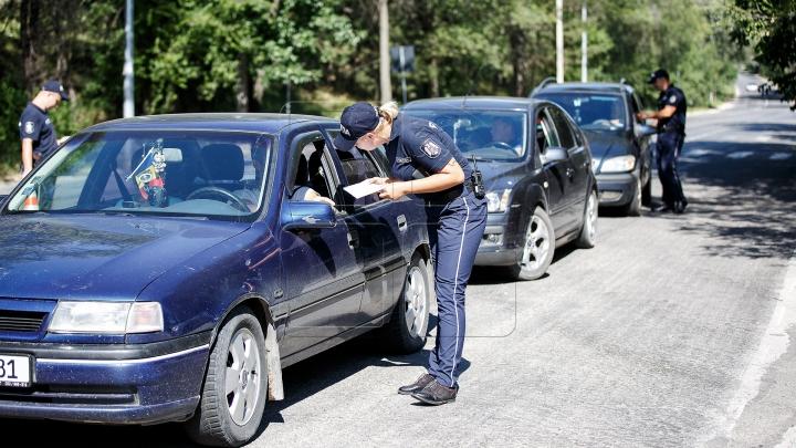 Zeci de şoferi cu maşini cu numere străine au fost TRAŞI PE DREAPTA de poliţişti (FOTO)