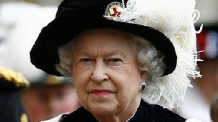 Regina Elisabeta caută pe cineva să-i spele vasele la Palat. Ce salariu oferă