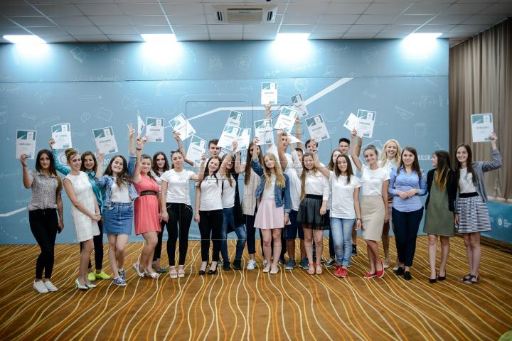 """Tineri cu vise mari! Adolescenţii din Hânceşti au absolvit cu succes Şcoala Ambasadorilor """"Edelweiss"""""""