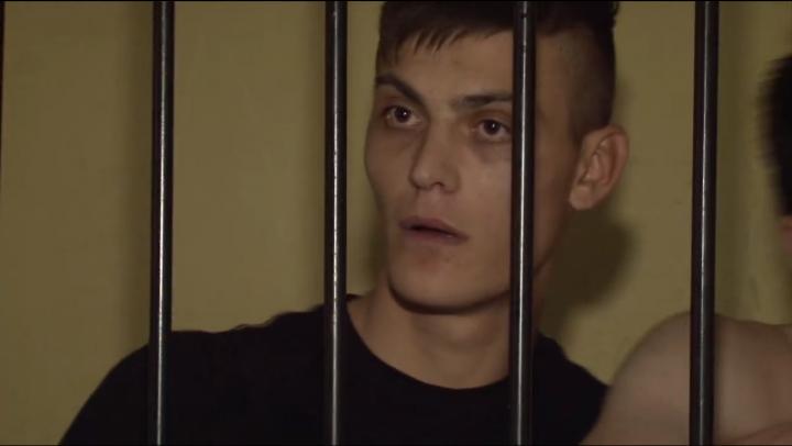 """""""Eu îs colaborator la MAI"""". Un tânăr s-a dat în spectacol la o secţie de poliţie din Capitală (VIDEO)"""