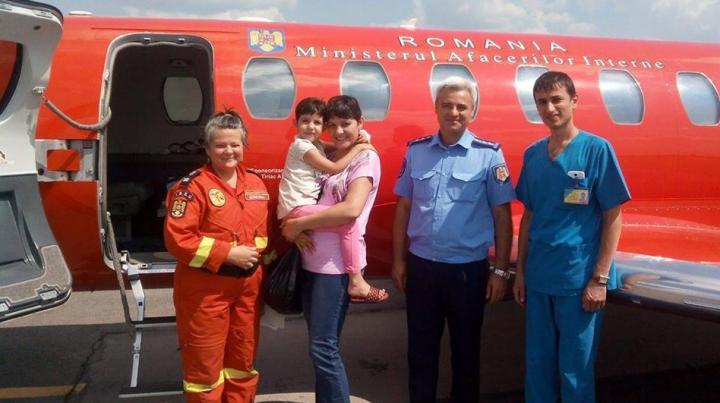 Prima intervenţie SMURD după catastrofa aviatică de la Cantemir: O fetiţă, transportată la Bucureşti (FOTO)