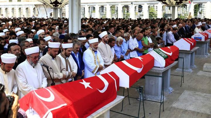 Turcia interzice funeraliile religioase pentru susținătorii puciului