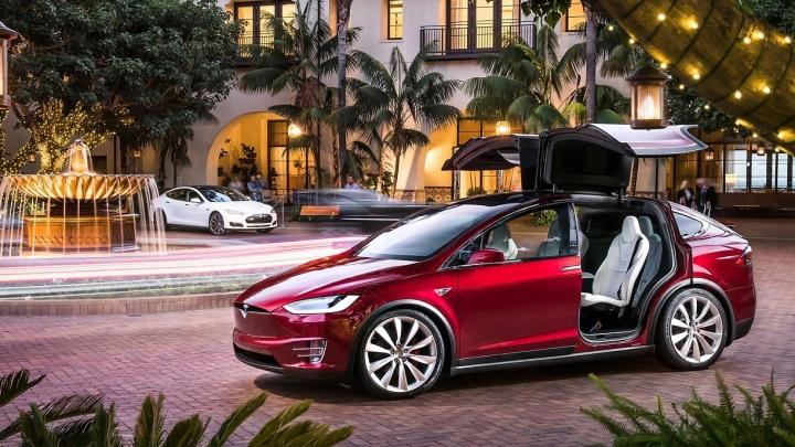Elon Musk dezvoltă strategia Tesla: urmeză camioane și autobuze electrice (FOTO)