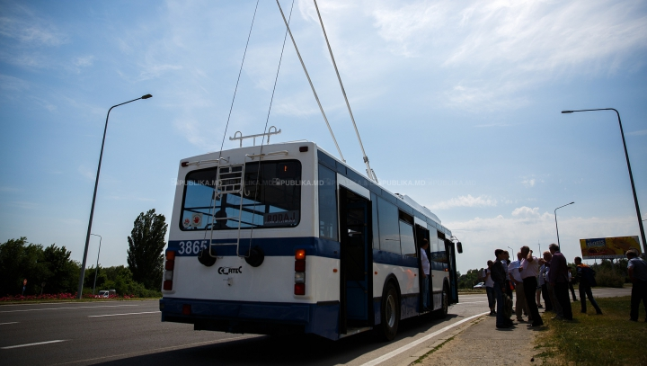Ce spune Primăria despre troleibuzul pe baterii, surprins pe traseul Chişinău- Stăuceni