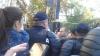 ÎŞI BAT JOC DE ZIUA NAŢIONALĂ ŞI DE MOLDOVENI! Zeci de protestatari au murdărit simbolurile naţionale