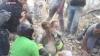 IMAGINI DRAMATICE! O copilă de 10 ani, scoasă de sub dărâmături de echipaje de salvare după 17 ore (VIDEO)