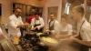 Doi bucătari internaţionali atrag atenţia asupra foametei din Rio, gătind din surplusul de alimente de la JO