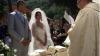 EMOŢIONANT! Un cuplu şi-a organizat nunta printre ruinele de după cutremurul din Italia (VIDEO)